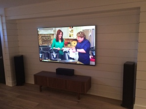 tv with tower speakers